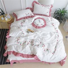 Cheap bed linen, Buy Quality girls bed linen directly from China sheet set Suppliers: Cartoon style bedding set Egyptian cotton Strawberry Embroidery duvet cover sheet sets Queen King size girls bed linens Cute Bedding, Cheap Bedding Sets, Duvet Bedding Sets, Comforters, Cute Duvet Covers, Bed Covers, Duvet Cover Sets, Pillow Covers, Queen Size Bed Sets
