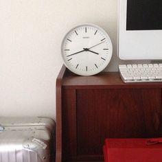 シンプルで、教室にも置いてありそうな掛け時計。大きさも選べるので置時計としても。