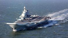 El portaaviones chino Liaoning navega durante unos ejercicios militares en el océano Pacífico, 24 de diciembre de 2016.