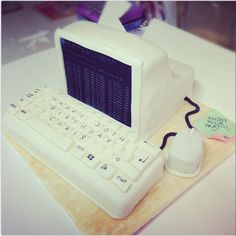 Retro computer cake with keyboard and post-it notes