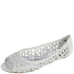 Step into this peep toe flat for easy breezy style!