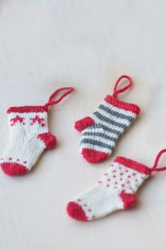 Stickade julstrumpor i miniatyr Novita Venla Nordic Christmas, Christmas Knitting, Christmas Crafts, Xmas, Christmas Ornaments, Christmas Ideas, Knit Or Crochet, Diy Projects To Try, Pom Poms