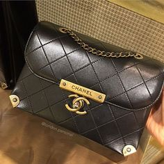 Chanel Bag --------------------------------------------Enquiries via Direct Message -Whatsaap - Email : infos on profile. --------------------------------------------#chanel #chanelbag