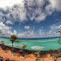 Bom dia sexta feira! ✌️ Nada mal acordar com essa vista, não é?  #issoébarbados @visitebarbados . . St. Lawrence Gap, Barbados, Caribbean . .