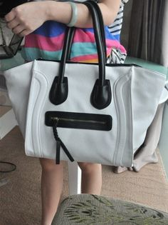 Smile jiong contrast color shoulder bag - US$ 35.47