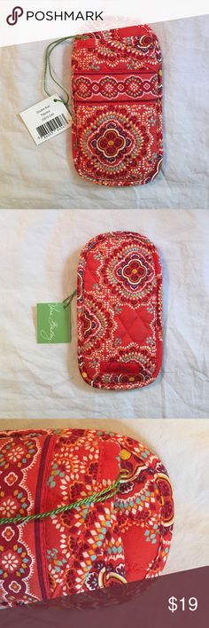 Vera Bradley Double Eyeglass Case in Paprika NWT Vera Bradley Double Eyeglass Case in Paprika With tag attached. Never used! Discontinued pattern Vera Bradley Accessories Sunglasses