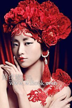 中国红剪纸元素 向传统文化致敬 - 倾城网 Japanese Beauty, Asian Beauty, Red Flowers, Red Roses, Dramatic Photography, Costumes Couture, Chinese Opera, Chinese Patterns, Tribal Women