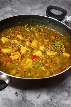 Creamy Jamaican coconut lentil curry, made with green lentils cooked in an aromatic coconut curry sauce. Delicious Vegan Recipes, Vegetarian Recipes, Cooking Recipes, Healthy Recipes, Vegetarian Dinners, Cooking Time, Meat Recipes, Healthy Food, Dinner Recipes