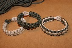 Survival cord bracelet tutorial. This would be great for boys or girls depending on the color.