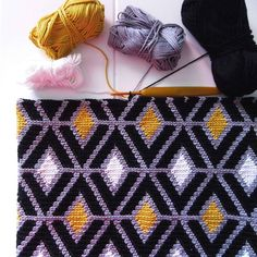 Photo by The story of a mulberry on September Crochet Mandala Pattern, Tapestry Crochet, Crochet Blanket Patterns, Baby Blanket Crochet, Crochet Diy, Tunisian Crochet, Crochet Stitches, Crochet Squares Afghan, Crochet Cushions