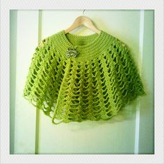 crochet capelet - links to free pattern - Love this! - Fairly simple, too!