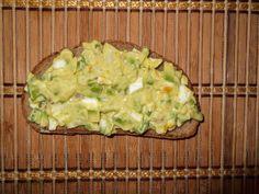 Salată de avocado cu ou