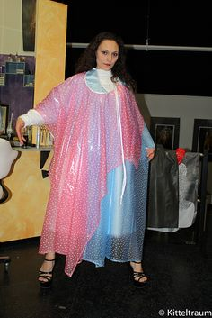 The wonderful webseite for more pictures is www. Nylons, Blouse Nylon, Plastic Aprons, Pvc Apron, Rain Wear, Hairdresser, Raincoat, Sari, Style Inspiration