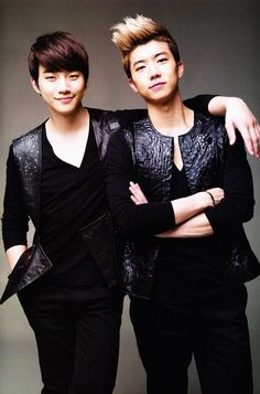Omo! Junho and Wooyoung! :)