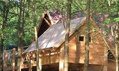 Les Cabanes de Rensiwez Verscholen in een groen keteldal langs de oostelijke Ourthe nodigen onze hutten u uit voor een uniek en uitzonderlijk verblijf in het hart van de Ardennen.
