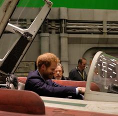 The Duke of Cambridge & Prince Harry have fun visiting the Star Wars film set. ~ The British Monarchy Mark Hamill, Prince William And Harry, Prince Harry, Chewbacca, Star Wars Spaceships, British Family, Blockbuster Film, Star Wars Set, War Film