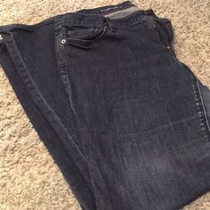 """Modern Skinny Jeans Dark Wash 99% cotton 1% Lycra spandex  soft and have some stretch  perfect condition  They are called modern skinny from the loft . From the top to bottom is 36""""  inseam is 27""""  waist is 17"""" with a little stretch  bottom is 7"""" across LOFT Jeans"""