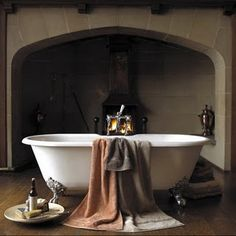Nice bath..next to the fireplace :-) Nice and warm! With the snow outside with be perfect..