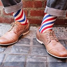 think these barber socks are adorable. I usually hate colorful socks, but these are too cute. Nice gift for the barber in your life if he's willing to wear them. Sharp Dressed Man, Well Dressed Men, Gentleman Stil, Fashion Socks, Mens Fashion, Funky Socks, Colorful Socks, Crazy Socks, Sock Shop