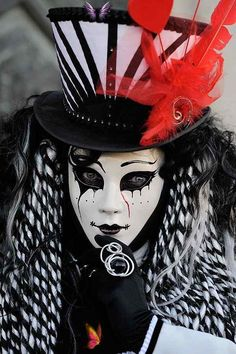Black and White with a hint of Red carnivale Venice.... hat inspiration<br> Carnival Makeup, Carnival Costumes, Halloween Costumes, Venice Carnivale, Venice Mask, Venetian Carnival Masks, Carnival Of Venice, Rio Carnival, Costume Venitien
