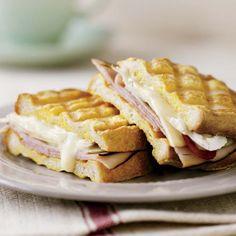 Paninis au jambon, au brie et aux pommes Bruchetta, Cordon Bleu, Lunch Snacks, Wrap Sandwiches, Charcuterie, Brie, Nutrition, Meal Prep, Food Porn