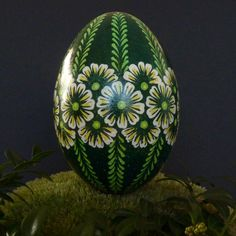 Wielkanoc pisanka batikowa - Inne - Wyposażenie wnętrz w AleŁadne Egg Shell Art, Easter Egg Pattern, Easter Egg Designs, Ukrainian Easter Eggs, Easter Egg Crafts, Egg Art, Egg Decorating, Egg Shells, Diy And Crafts