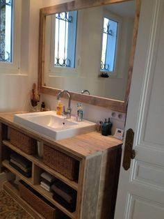 Meuble salle de bain Pays Bois avec tablette supplémentaire. Home Staging, Washroom, Cozy House, Home Organization, Double Vanity, Sweet Home, Mirror, Furniture, Vanities
