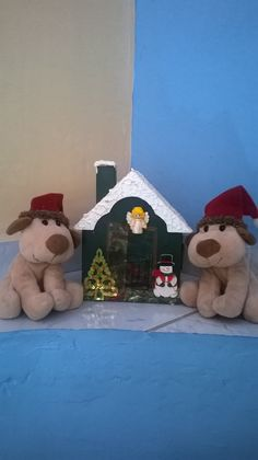 Bux e Tux visitando a casinha dos Doendes