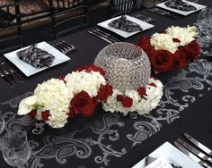 A great mix between romantic and modern will bring a clean look to a table.