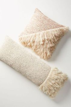 23 Fringe Pillows You (and Your Apartment) Need Immediately - Wohnaccessoires Ideen Handmade Home Decor, Cheap Home Decor, Diy Home Decor, Room Decor, Apartment Needs, Pillow Texture, Cute Dorm Rooms, Knitted Throws, Home Decor Accessories
