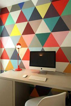 papier peint leroy merlin geometrique coloré pour créer un bureau domicile