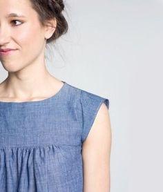 Das Kleid Hannah ist ein Hängerkleid mit Raffung im Vorder- und Rückenteil. Die Flügelärmel können glatt oder gerüscht eingenäht werden.  Das Kleid ist ohne Reißverschluss.  Du erhälst eine Anleitung und ein Schnittmuster.