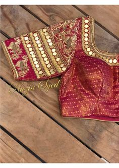 Kasu embellished blouse designs for silk saree Chudidhar Neck Designs, Fancy Blouse Designs, Bridal Blouse Designs, Maggam Work Designs, Pattu Saree Blouse Designs, Work Blouse, Embroidery Designs, Hand Embroidery, Fashion Design