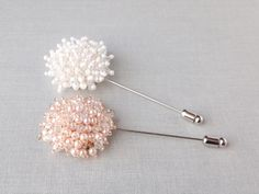 Pearl beaded circle Mens Flower Boutonniere / Buttonhole For Wedding,Lapel Pin,Tie Pin. It would be great for mens wedding accessory!All Handmade in our studio.Great quality Stick pin with cover cap made in Korea.♥ Size : Beads Circle Approx 1.5 (35-40 mm) diameter♥ Beads Color : Ivory / Peach pink♥ Lapel pin choose one silver or gold♥ Comes in a Lovely gift box.