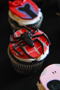 SPIDERMAN - part of a superhero cupcake and cake set order. Chocolate cupcakes with vanilla buttercream and homemade gumpaste toppers.