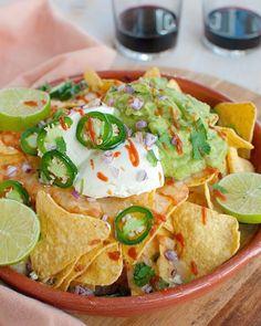 Recept: Nacho's uit de oven met guacamole en kaas - Savory Sweets - Recept: Nacho's uit de oven met guacamole en kaas - Tapas Recipes, Mexican Food Recipes, Appetizer Recipes, Cooking Recipes, Tapas Food, Guacamole, I Love Food, Good Food, Yummy Food