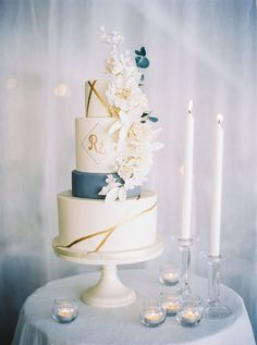 Wedding Delux in Stockholm Beautifully decorated wedding cake in blue and white, perfect for any winter wedding.Beautifully decorated wedding cake in blue and white, perfect for any winter wedding. Wedding Cake Centerpieces, Black Wedding Cakes, Amazing Wedding Cakes, Wedding White, Wedding Cake Flowers, Purple Wedding, Floral Wedding, Perfect Wedding, Naked Cakes