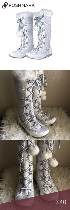 Nike Winter Hi3 Pom Pom Faux Fur Boots Sneakers 9 Lace up feature with Pom  Pom 253fc1349f4
