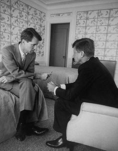 John Fitzgerald Kennedy and brother Robert F. Kennedy conferring in hotel suite during a convention stop ~ July 1960 Les Kennedy, Robert Kennedy, Jackie Kennedy, Ethel Kennedy, Greatest Presidents, American Presidents, Familia Kennedy, John Junior, John Fitzgerald
