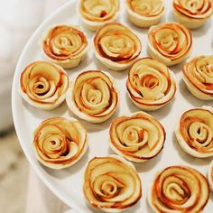 Roses are red, and so are these apple tarts 🍎🌹 Order them now from our bio! @littlegemnyc - - - - - - - - - - - - - - - - - - - - - - - - Cakes, pies and mini desserts complete this holiday season. Grab yourself some pumpkin, apples & honey or snickerdoodle minis online. Order our cakes and mini cakes by emailing info@minimelanie.com or calling us!