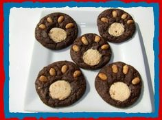 Kindergarten class needs Teddy Bear picnic treats. I'm going to use a chocolate cookie recipe (instead of the brownie mix) and icing instead of peanuts. Teddy Bear's Picnic Bear Claw Cookies Recipe Bear Cookies, Galletas Cookies, Cookies Et Biscuits, Cookies Kids, Teddy Bear Picnic Song, Cookie Recipes For Kids, Good Food, Yummy Food, Bear Claws