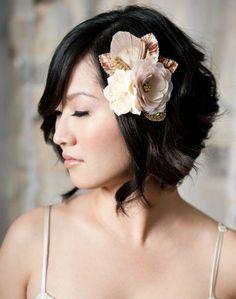 Hochzeitsfrisuren kurze Haare mit Blume