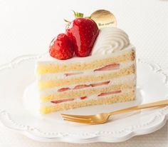 Staッ hungrッ Cute Desserts, Delicious Desserts, Yummy Food, Dessert Chef, Dessert Recipes, Pretty Cakes, Cute Cakes, Scary Cakes, Strawberry Cream Cakes