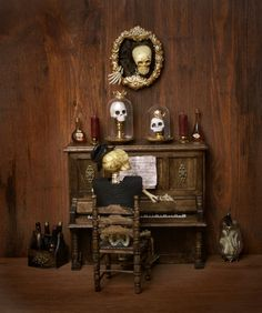 Haunted Dollhouse, Haunted Dolls, Dollhouse Dolls, Dollhouse Miniatures, Halloween Ii, Halloween Village, Halloween Ideas, All The Small Things, Old Things