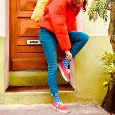 La chaussette BATEAU est aux couleurs de la France. De fait, elle est patriote avec son bleu, blanc, rouge national. C'est peut-être ainsi la meilleure représentante made in France de notre collection, qu'en pensez-vous ? Made In France, Ainsi, Capri Pants, Collection, Fashion, Bobby Socks, Socks, Red, Blue