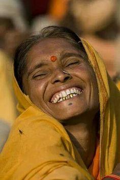Una sonrisa es un tesoro en la cara del que sufre