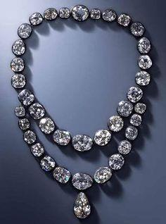 collares en chatones de diamantes, perteneciente a la reina Amalia de Sajonia