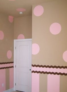 LOVE THIS!! I did something in my daughters room alomst just like this in our last home!! Will do again!! So cute!