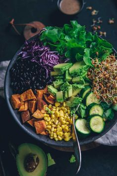 """10 practical """"Buddha Bowls"""" recipe, consisting of colorful vegetables and cereals, the new favorite of food lovers. Especially for those who have flexible working hours, these recipes w… Plant Based Recipes, Veggie Recipes, Lunch Recipes, Healthy Recipes, Budah Bowl, All You Need Is, Taco Bowls, Roasted Sweet Potatoes, Sans Gluten"""