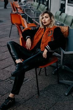 Herbst-Edition: Jacken | Fashion Blog from Germany. Black sweater+ black leather pants+black laced shoes+black and orange fake fur bomber. Fall Casual Outfit 2016